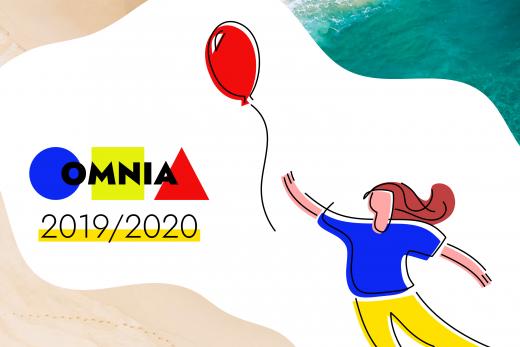 persona con palloncino e logo di Omnia 2019-2020